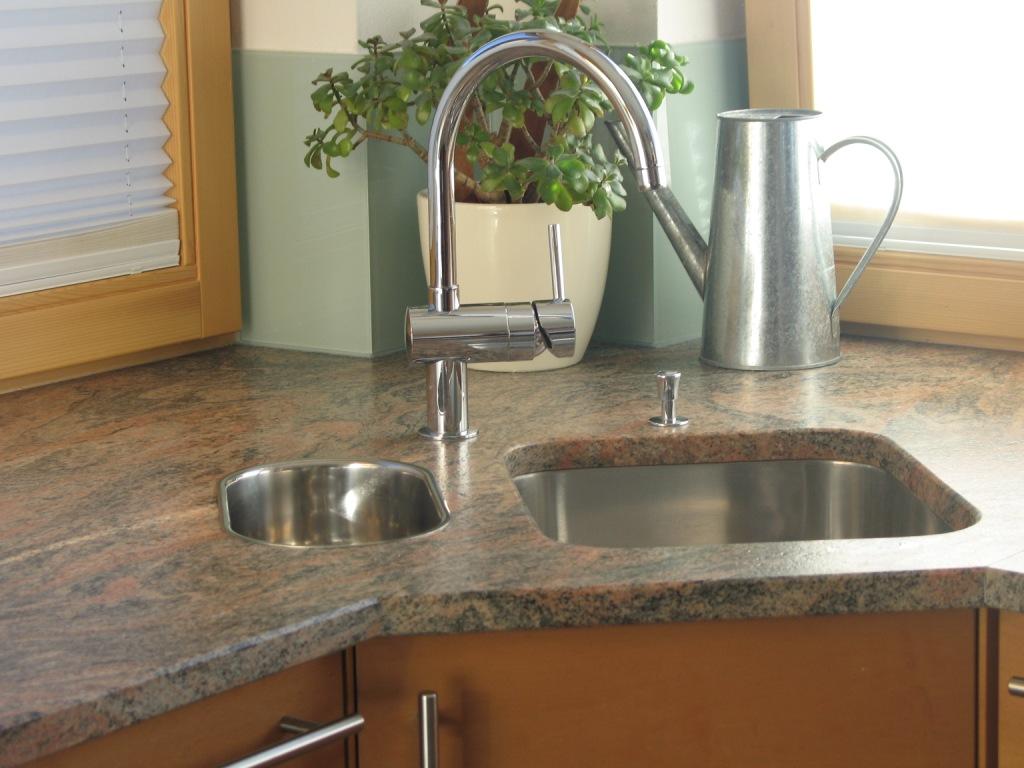 Küchenarbeitsfläche aus Naturstein
