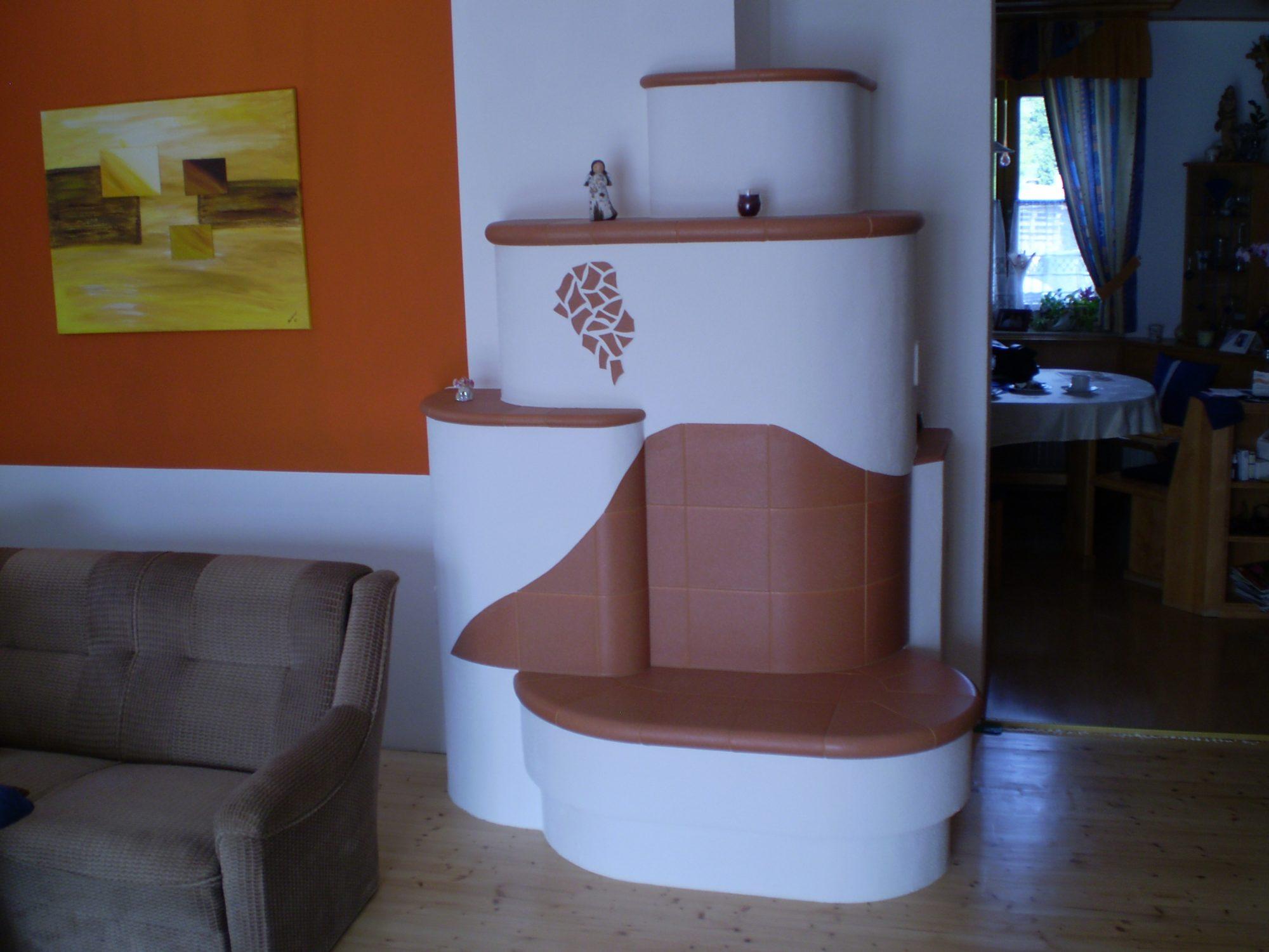 individueller Kachelofen im Wohnraum vom Ofensetzer