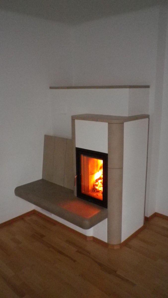 Kachelofen mit Sitzbank - individuell gemauert vom Hafnermeister